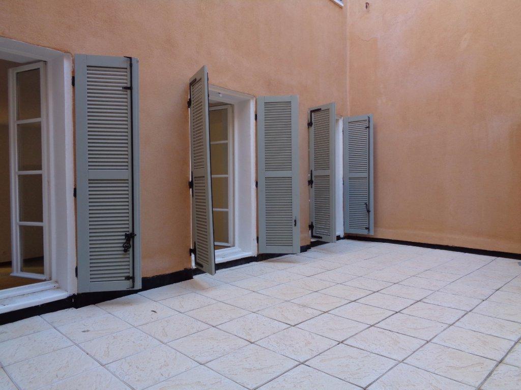 Vente t3 terrasse hyeres coeur de ville for Acheter maison porquerolles