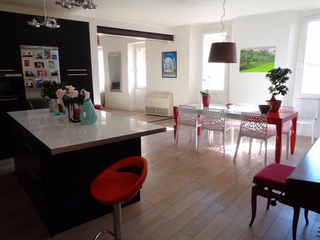Vente hyeres grand appartement dernier etage t4 terrasse for Acheter maison porquerolles